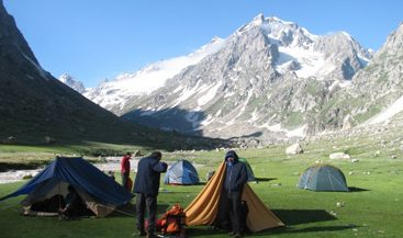hampta_pass_trekking